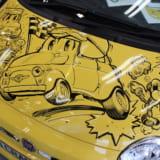 【画像】フィアット500のボディ一面にマンガ!? じつはアバルトとの歴史が見え隠れ