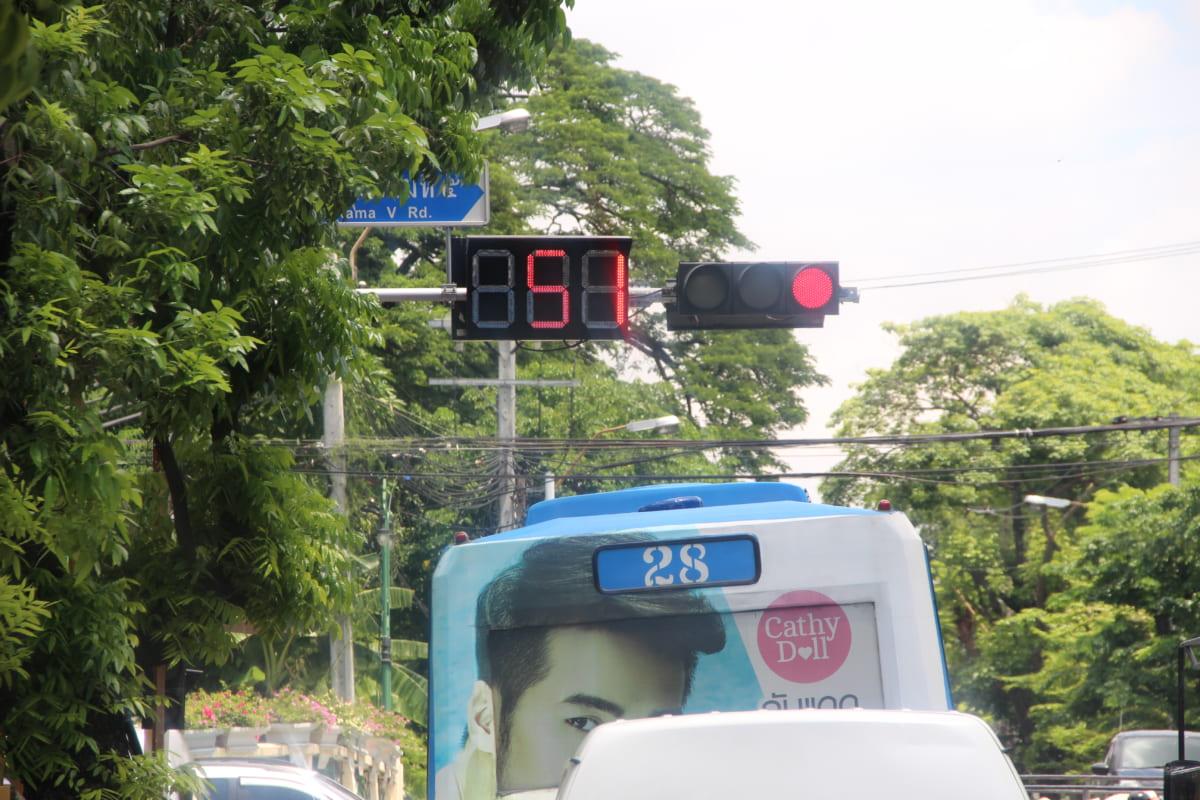 信号、外国、違い、交通ルール