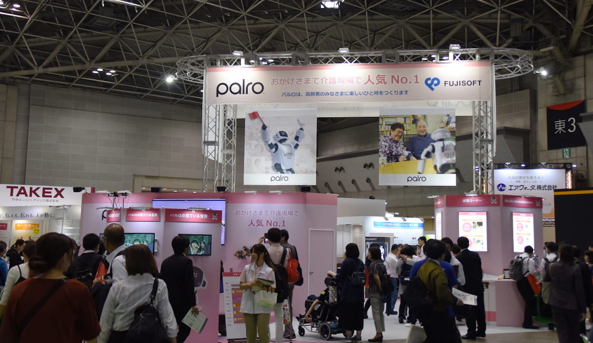 会話ができる!身長40センチの人型コミュニケーションロボット「PALRO」登場