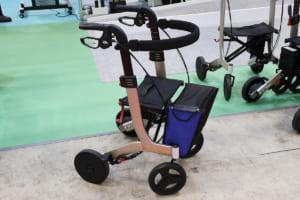 最新「歩行補助車」は高齢者の歩行をモーター制御でアシストする