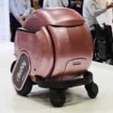 """【画像】「電動車いす」ロボットは""""乗る""""と""""同伴""""で高齢者の自立をサポート"""