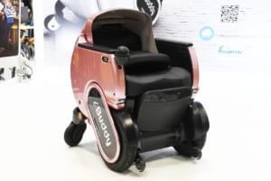 """「電動車いす」ロボットは""""乗る""""と""""同伴""""で高齢者の自立をサポート"""
