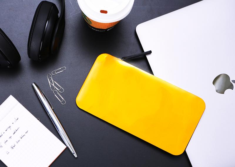 「スーパーカーの流線形」をコンセプトに無駄をそぎ落とした軽量財布