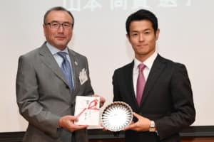 2018年のモータースポーツでの功績を讃え山本尚貴選手にJMSアワードが贈られた