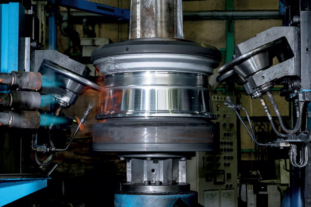 アルミホイール 鍛造 鋳造 製法 とは 違い