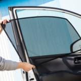 【画像】熱い日差しを効果的にカットするサンシェード!メッシュタイプで車中泊中の換気も可能