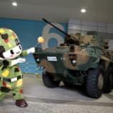 """【画像】大阪オートメッセに「自衛隊車両」出現! """"機関砲""""を装備した特装車の正体とは"""