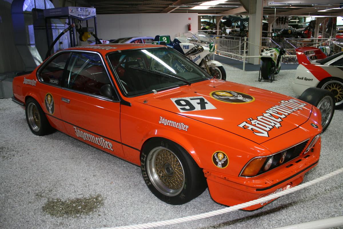 日本のツーリングカーレースで高性能な市販外国車をベースにしたマシンが活躍していた