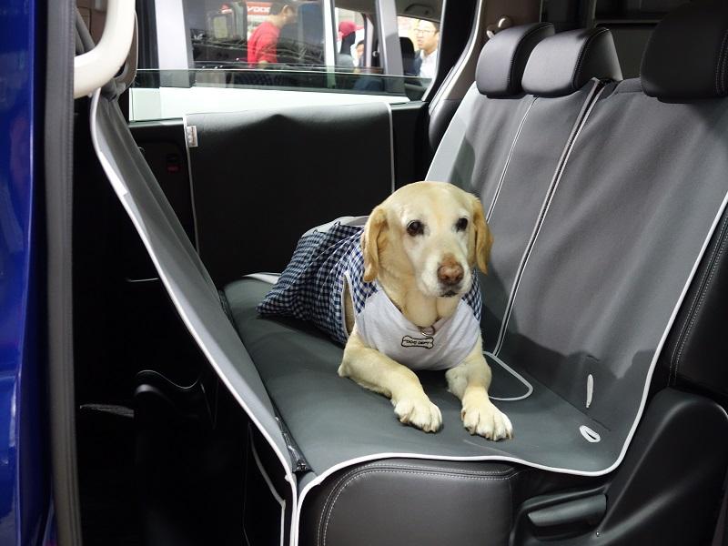 車内が汚れないドッグシート