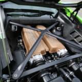 【画像】【レーシングドライバーが解説】なぜ、スーパーカーは車体の中央にエンジンがある?