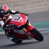 【画像】クルマとバイクはどっちが速い? レーシングドライバーの出した答えとは