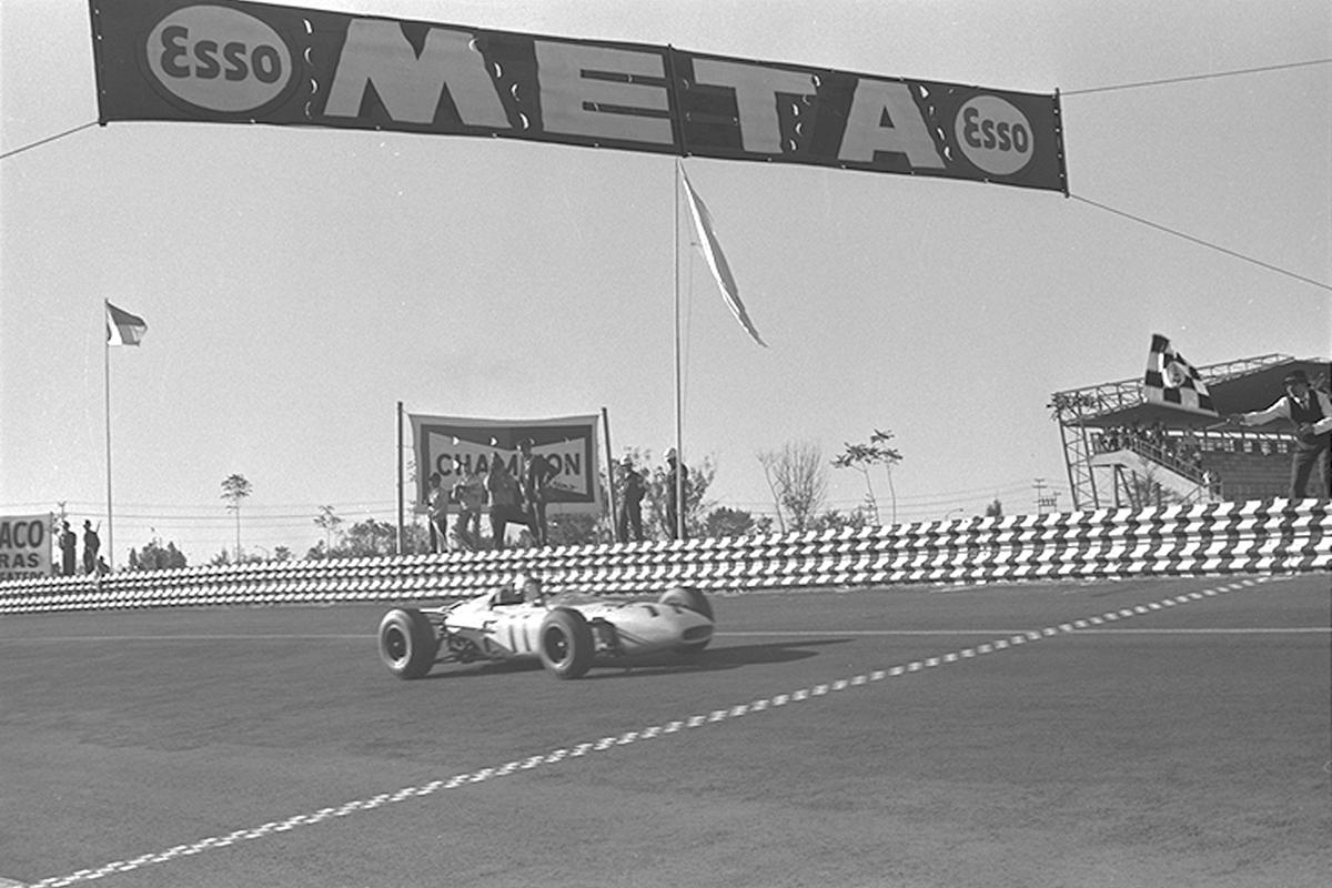 2輪車メーカーとして現れたホンダは、持ち前のエンジン個性を遺憾無く発揮し4輪メーカーへ躍進、S360/S500、T360、N360とヒット作を続けた