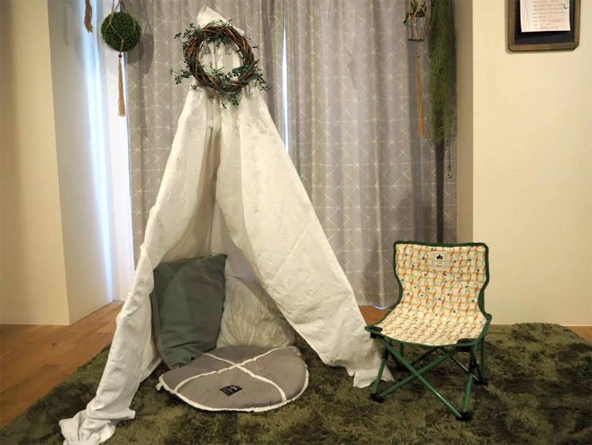 自宅でキャンプが楽しめる「おうちキャンプ」は非日常的な雰囲気でランタンなどのキャンプ用品も使いこなせる