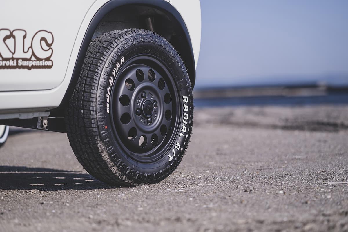 最近「アゲ」で人気の鉄ちん系ホイールとオフロードタイヤの組み合わせ