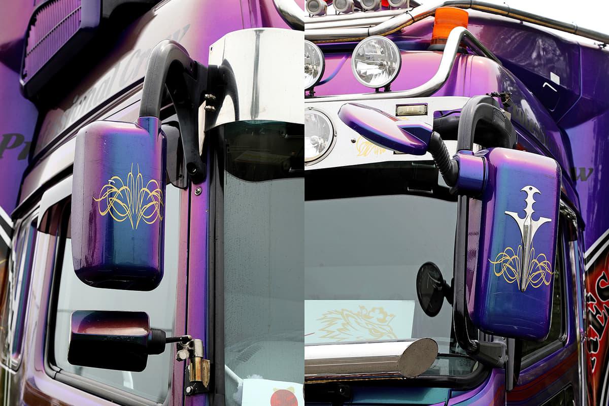 マジョーラカラーに塗られ、ピンストライプが奢られた三菱ふそう・スーパーグレートのミラー