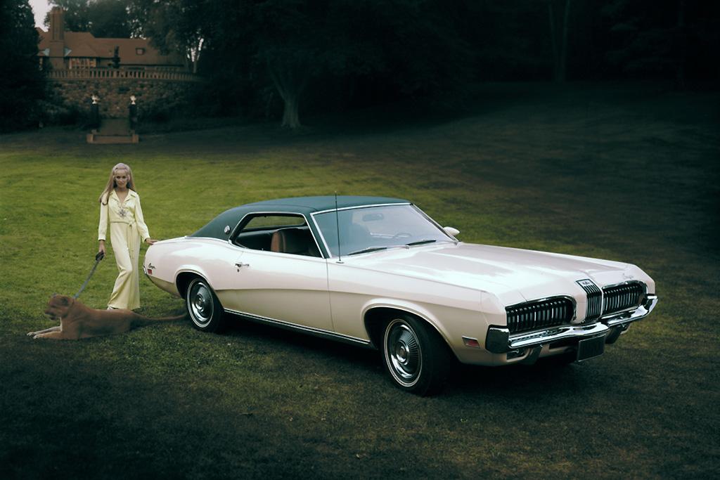 マスタングの豪華版ともいえる1969年式のマーキュリークーガGT
