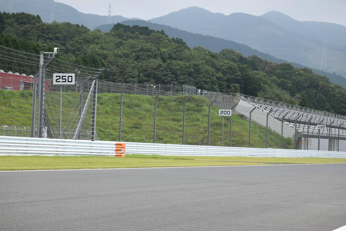 富士スピードウェイ1コーナー