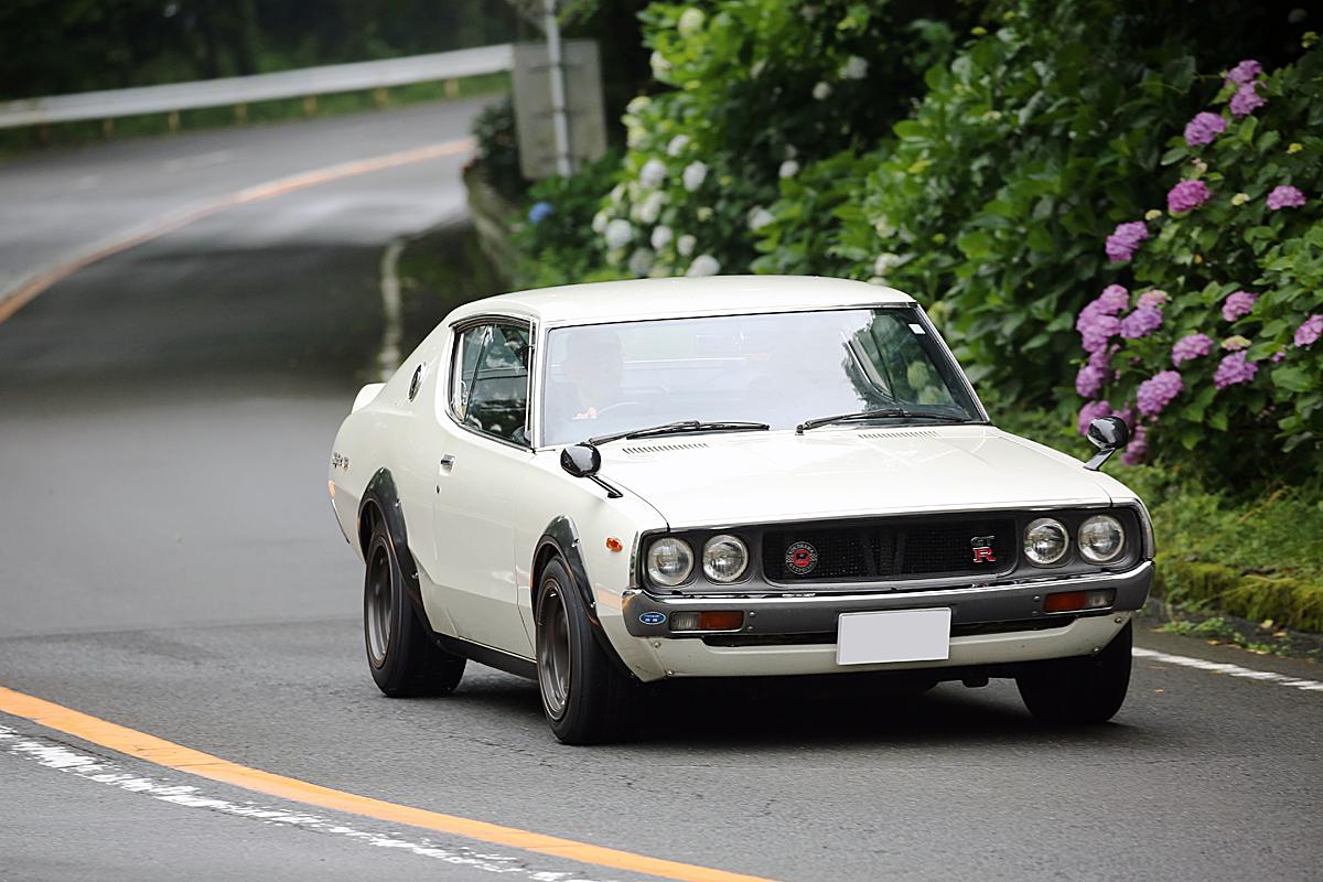 峠道を走るケンメリGT-R