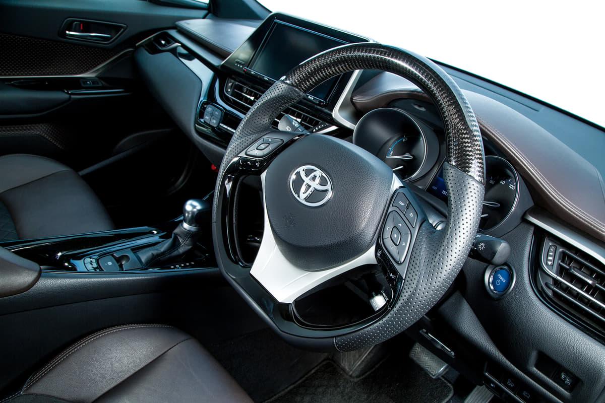 トヨタC-HRの社外ステアリング