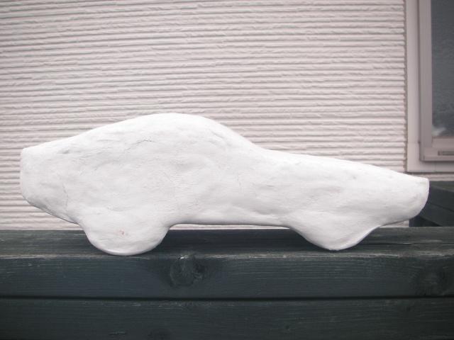 針金シャシーに紙粘土でボディを形成したジュニアZ